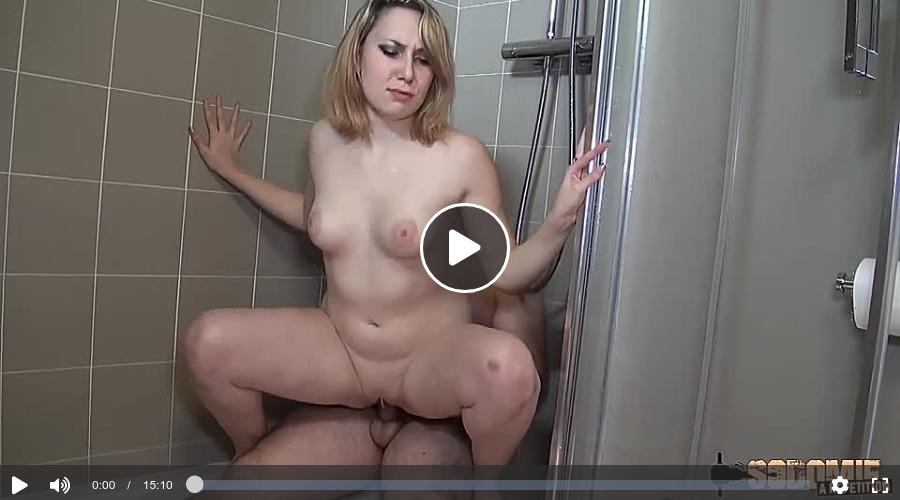 Amateurpaar beim Fick in der Dusche gefilmt