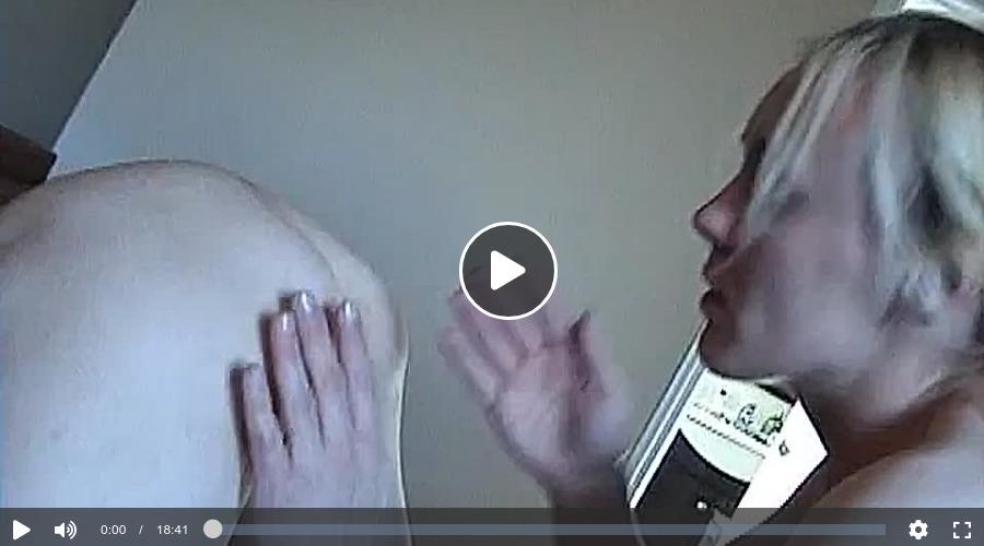 Im Bett haben die Lesben geilen Sex